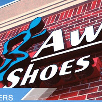 >>Overall male and female winners receive a $ gift certificate from Run Away Shoes. >>Medals awarded to top three in each adult age division. NOTE: Cash prizes cannot be awarded to school-age athletes for high schools and colleges due to amateur status.