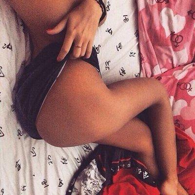 svart naken flicka