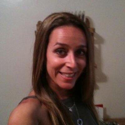 Lindsay Colker (@lindslou26) Twitter profile photo