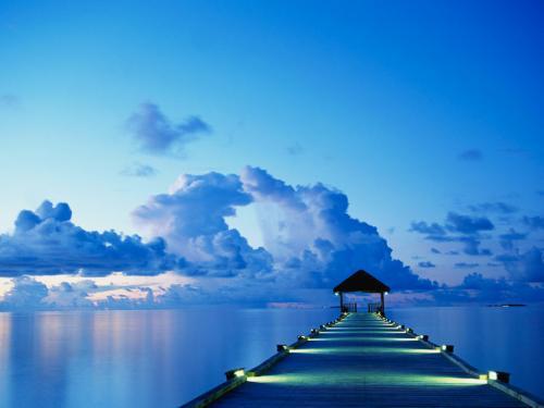 日が沈む青空