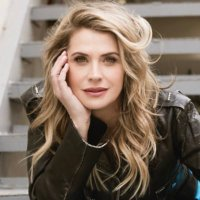 Kristy Swanson (@KristySwansonXO) Twitter profile photo