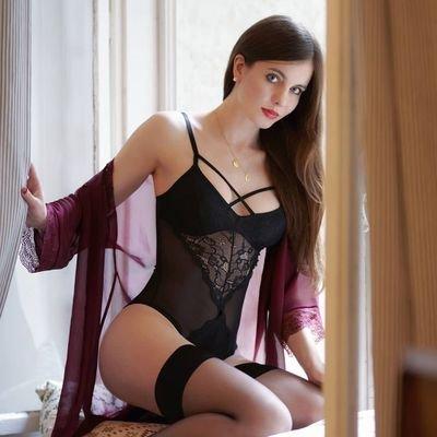 @AriMajewska