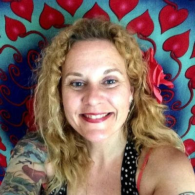 Laurie Lancaster (@WitchLaurie) Twitter profile photo