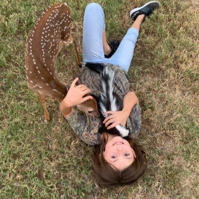 little sister nature (@partygetsme__ )