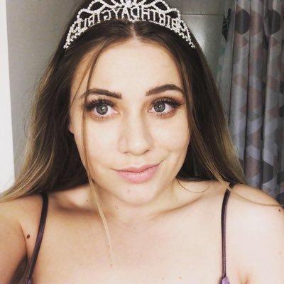Nikki (@nikkiiwheaton) Twitter profile photo