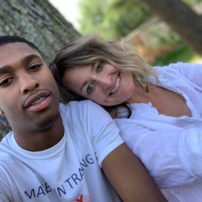 Hannah dating Lewiseliitti dating Etelä-Afrikka