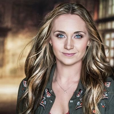 The 32-year old daughter of father (?) and mother(?) Amber Marshall in 2020 photo. Amber Marshall earned a million dollar salary - leaving the net worth at million in 2020
