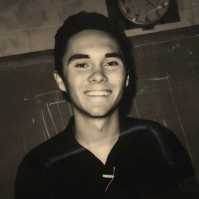 David Hogg text VOTE to 954-954 on Twitter