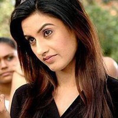 rati pandey and sanaya irani fight