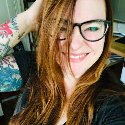 Becky Cloonan 🔮 (@beckycloonan )