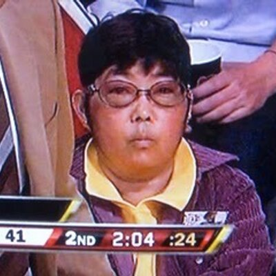 Asian lady courtside