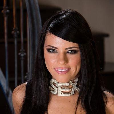 Adriana Chechik Twitter