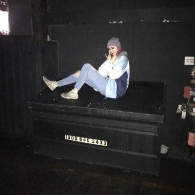 dumpster girl (@srevennreverof) Twitter profile photo