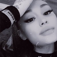 arianagrande's Twitter Account Picture