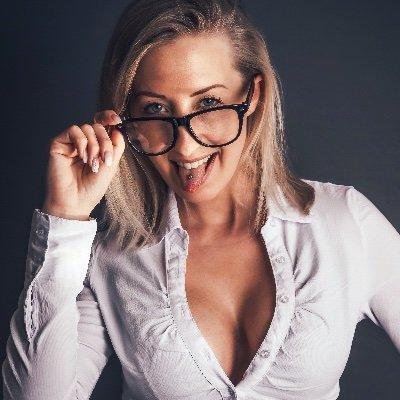 Pur nackt Leonie  Leonie Porno