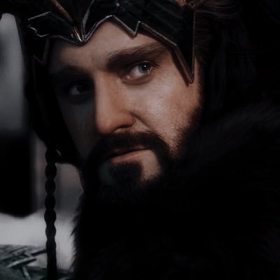 """Н""""£ð™ð™¤ð™§ð™žð™£ Orcristweld Twitter Thorin recognized smaug at once, his red scales glistening in the moonlight. twitter"""