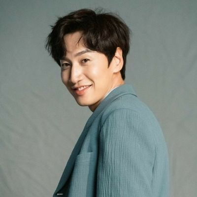 Photo de Lee Kwang-soo avec un hauteur de 193 cm et à l'age de 35 en 2021