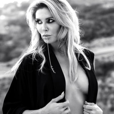 Mother of two, TV Personality, Bestselling Author, Podcast Host and Happy Hour Enthusiast 🥂 Bookings: bsm@pacbell.net Instagram:@brandiglanville
