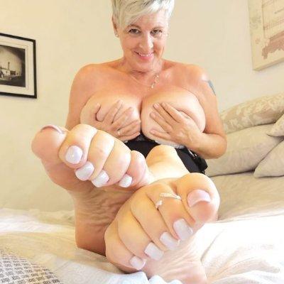 Milf feet tease Milf Foot Tease Niche Top Mature