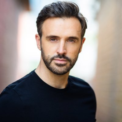 Two-time Olivier Award nominated actor and singer • 🇬🇧 Agent https://t.co/D4h35RLXub • 🇺🇸 Agent https://t.co/me8lVvzKF5 • Dir. of @MXMasterclass