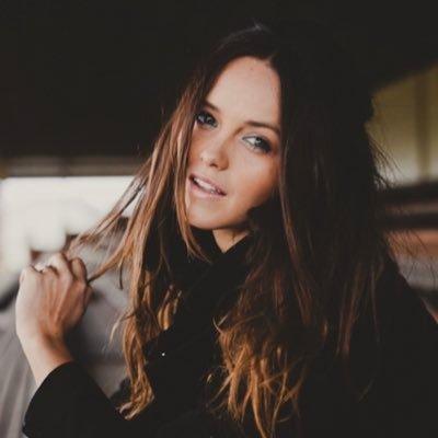 Rebecca Breeds (@BecEBreeds) Twitter profile photo