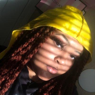 MiMi🦋 (@redroomlights) Twitter profile photo