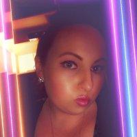 Karen Kilby ♥ (@FoxieLoxie )