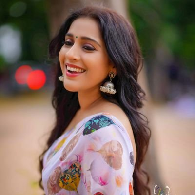 Rashmi Gautam Rashmigautam27 Twitter Rashmi gautam is an indian actress, and television presenter. rashmi gautam rashmigautam27 twitter