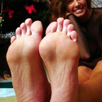 Olivia munn foot