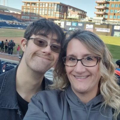 Mother to Conner, Country Music Fan. Will travel for LIVE 🤠🤠 Music. Love making new friends at concerts!