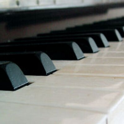 how to learn piano from scratch