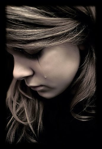 Emo quotes ohsodarkquotes twitter - Sad girl pictures crying ...