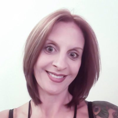 Carolyn Andrews (@savvyCarolyn) Twitter profile photo