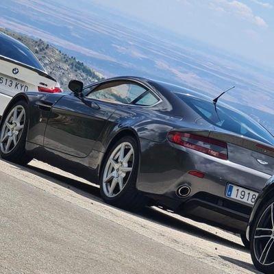 Empiezo Cada Dia On Twitter Enorme Grupo De Amigos Owners Aston Martin Astonmartin Amr Official