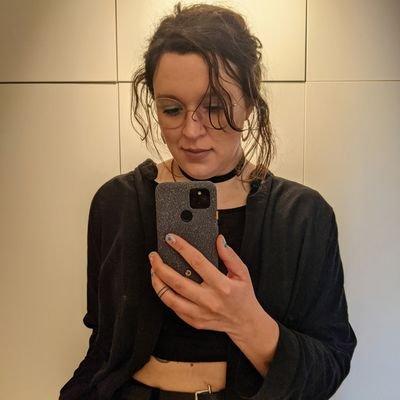 _lrlna Twitter Profile Image