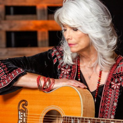 Official news tweets for Emmylou Harris