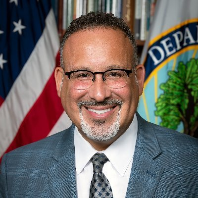 Official account for the 12th Secretary of Education. En la unión está la fuerza. In unity there is strength. Lifelong educator, husband, and father of two.