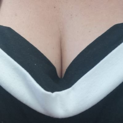 Stepping outside of normal life. Love my husband, sex, a bit of kink, switching, lingerie, erotica, silver foxes and shapely ladies ❤️ No dms