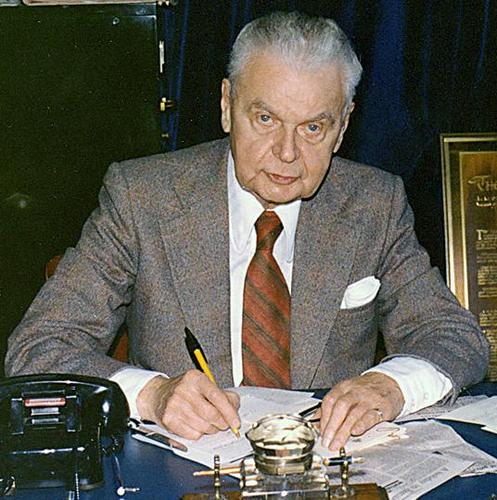 diefenbaker essay Free college essay diefenbaker: a true leader it takes many generations for any single country to evolve from its earliest state into what would be considered.