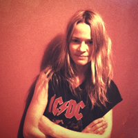 Leisha Hailey | Social Profile