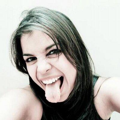 Carol Almeida (@cabaterista) Twitter profile photo