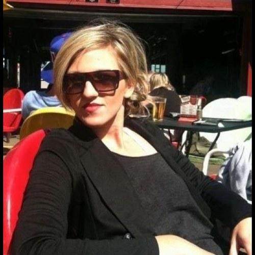 Ashley Price (@AshleyPriceArt)