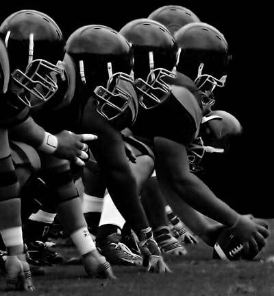 favorite sport football Different people will always have their own preferences in choosing which sports they patronize however, a great number of americans consider american football as their favorite, about 46 percent saying so, according a harris interactive poll of more than 2,000 american adults 35.