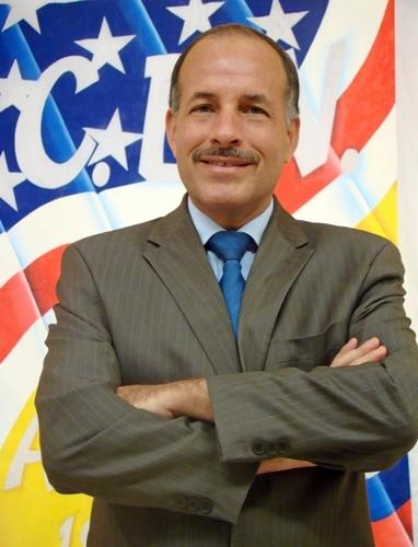 Johnny González