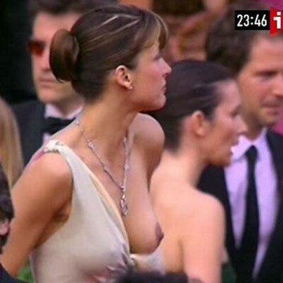 у русской актрисы вывалилась грудь стонал пихал нее