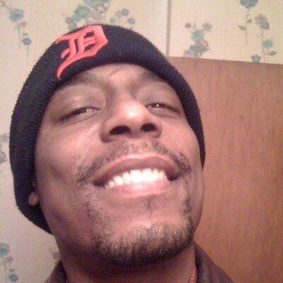 Robert Louis (@GODISNU) Twitter profile photo