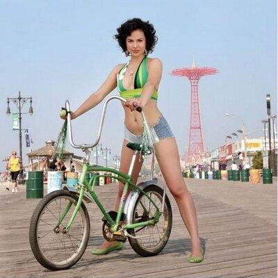 bike nude Fixie girl