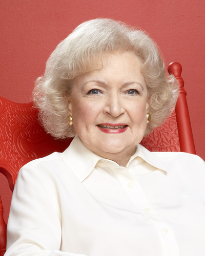 The 96-year old daughter of father Horace Lawrence White and mother Tess Curtis White, 163 cm tall Betty White in 2018 photo