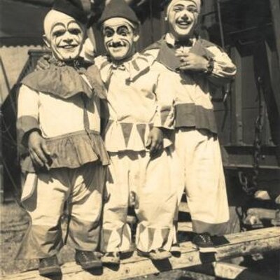 Apologise, pictures of midget clowns