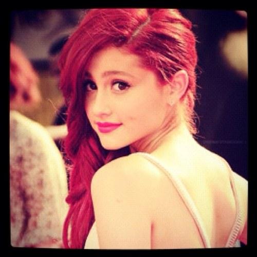 Cat Valentine (@CattyValentine) Twitter - Ariana Grande Hairstyle